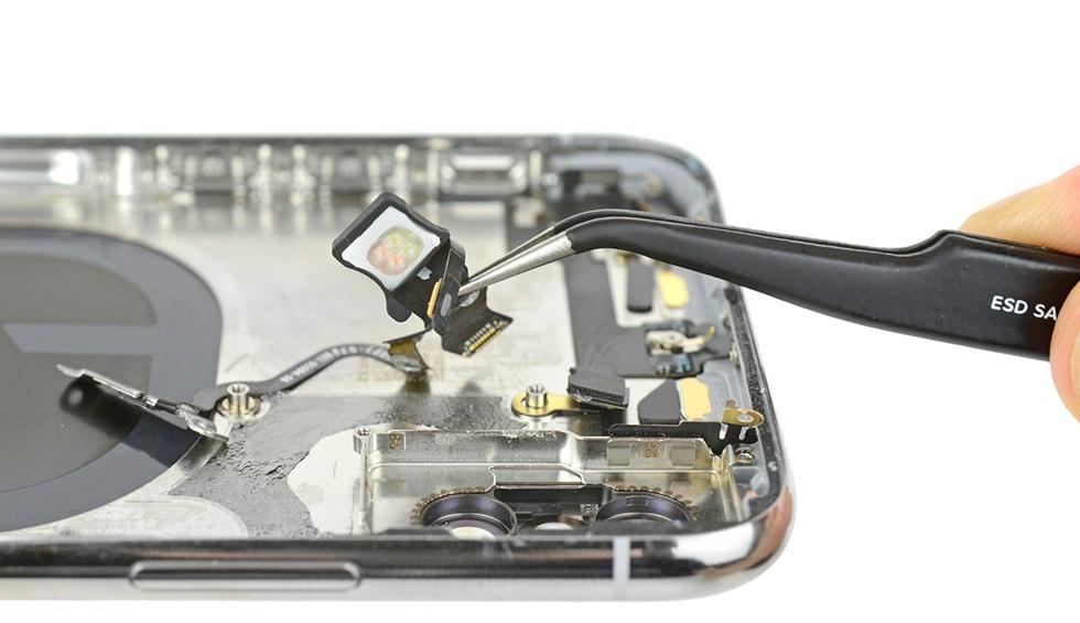 Reparatii iPhone X - cablu multifunctional din partea de sus a telefonului