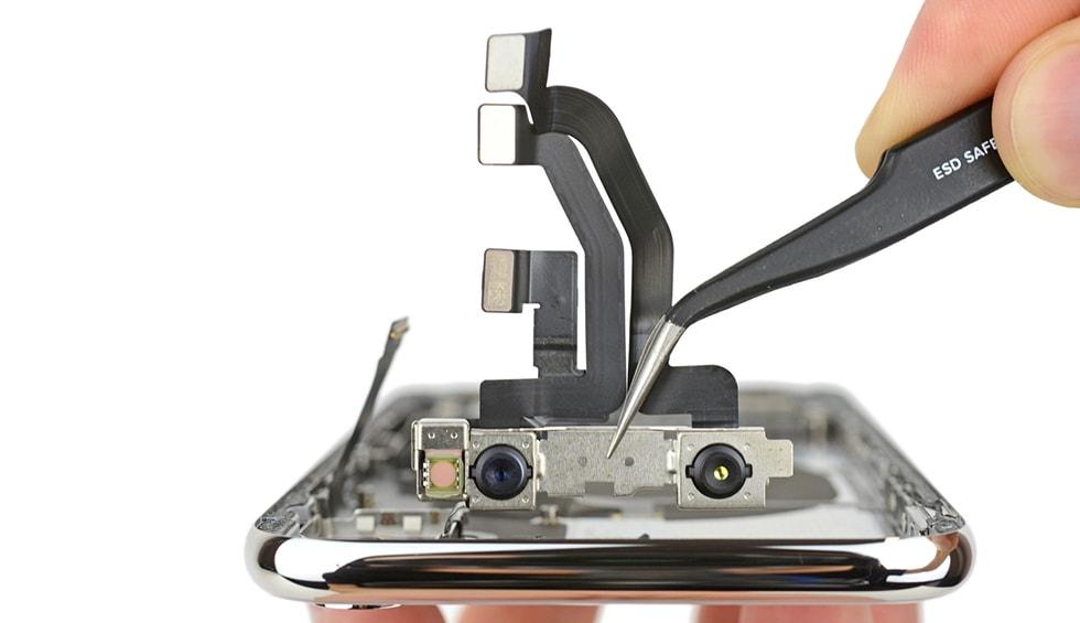 Sistemul de camere TrueDepth un grup de senzori pentru a aduce recunoasterea faciala la iPhone X